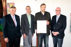 Übergabe der Urkunde zum 10.00 €-dotierten Preis der Stiftung Westfalen Initiaitve.